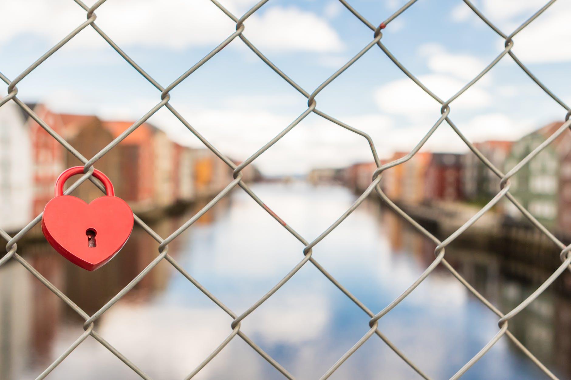 fence heart lock locked